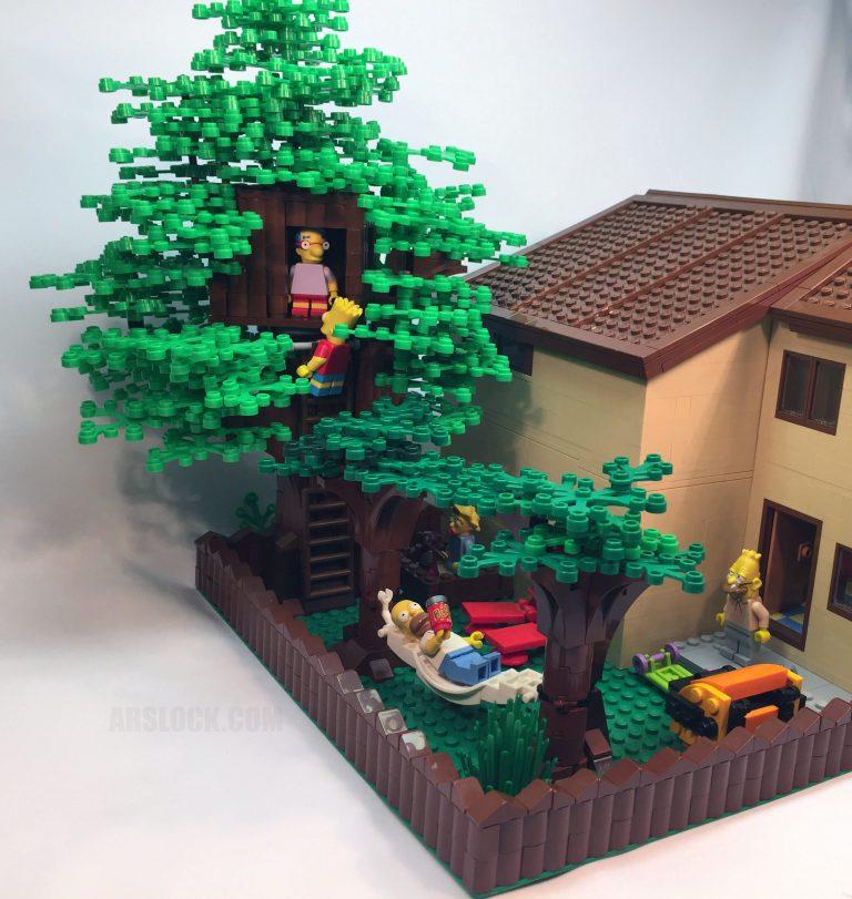 LEGO Simpsons House Needed a Backyard